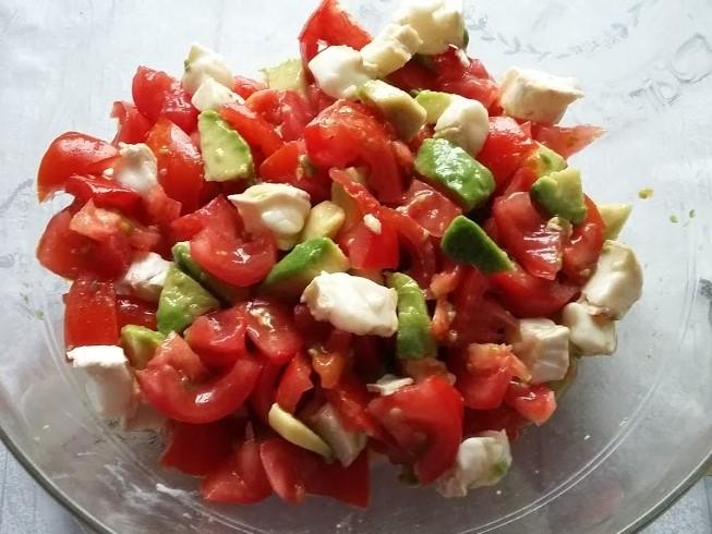 salade tomate avocat chèvres